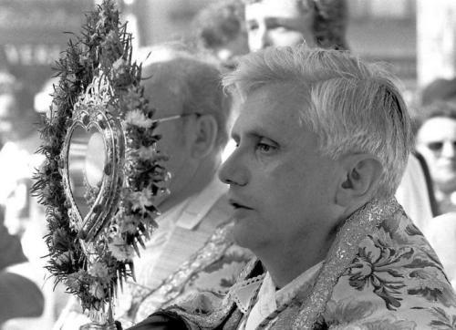 9-6-1977 Joseph Ratzinger zum neuen Erzbischof von München und Freising ernannt - hier Fronleichnamsprozession