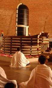 Meditation vor dem Linga