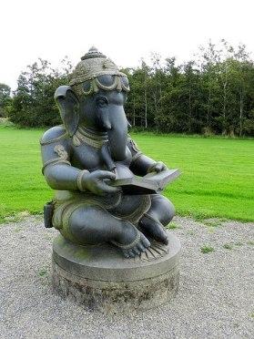 Lesender Ganesha