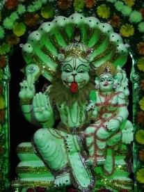 Lakshmi mit Narasimha im Tempel Lingarajapuram