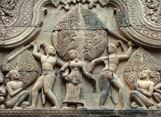 The fight between the asura brothers Sunda and Upasunda over the apsaras - Angkor