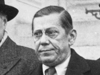 Joseph Retinger, einst polnischer Faschist, der britischer Agent wurde. Auf Antrag des MI6 gründete er die Europäische Liga für wirtschaftliche Zusammenarbeit, deren Generalsekretär er wurde. Als solcher ist er der Vater des Euro. Anschließend förderte er die Europäische Bewegung und schuf den Bilderberg-Club.