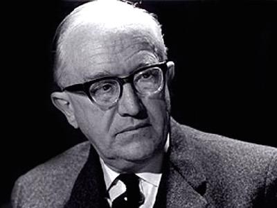 Walter Hallstein, hoher deutscher Beamter, schrieb das Hitler-Projekt des föderalen Europas. Es ging darum, die europäischen Staaten zu zerstören und die Bevölkerung nach ethnischen Gruppen rund um das arische Reich zu gruppieren. Das Ganze würde einer Diktatur einer nicht gewählten Bürokratie unterworfen und von Berlin gesteuert werden. Nach dem Kriegsende zog er sein Projekt mit Hilfe der Angelsachsen durch und wurde 1958 der erste Präsident der Europäischen Kommission.